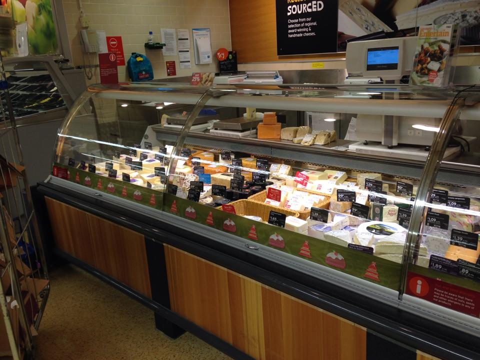 スーパーのチーズ売り場(スーパーの中に出店している)