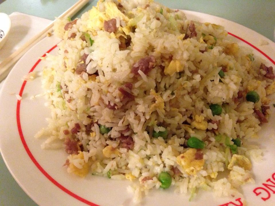 Tothnem court road駅のチャイニーズタウンで食べたfired rice4.8ポンド