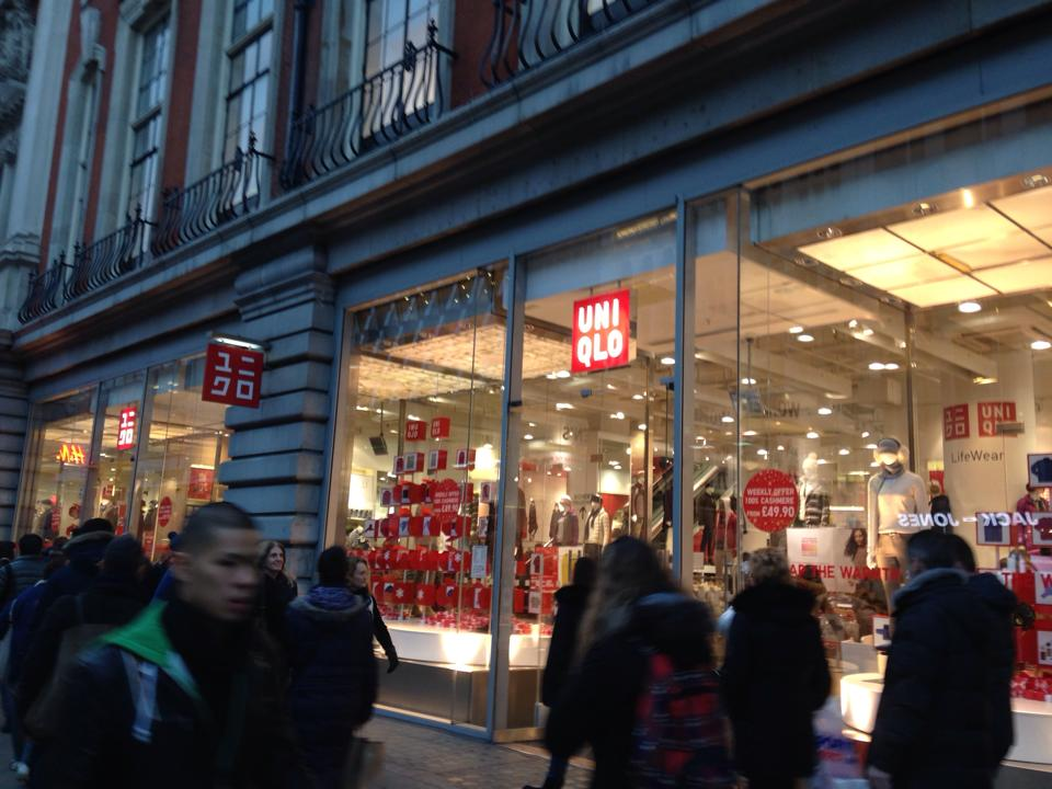 Tothenam court road駅にあるUNIQLO(ユニクロ)