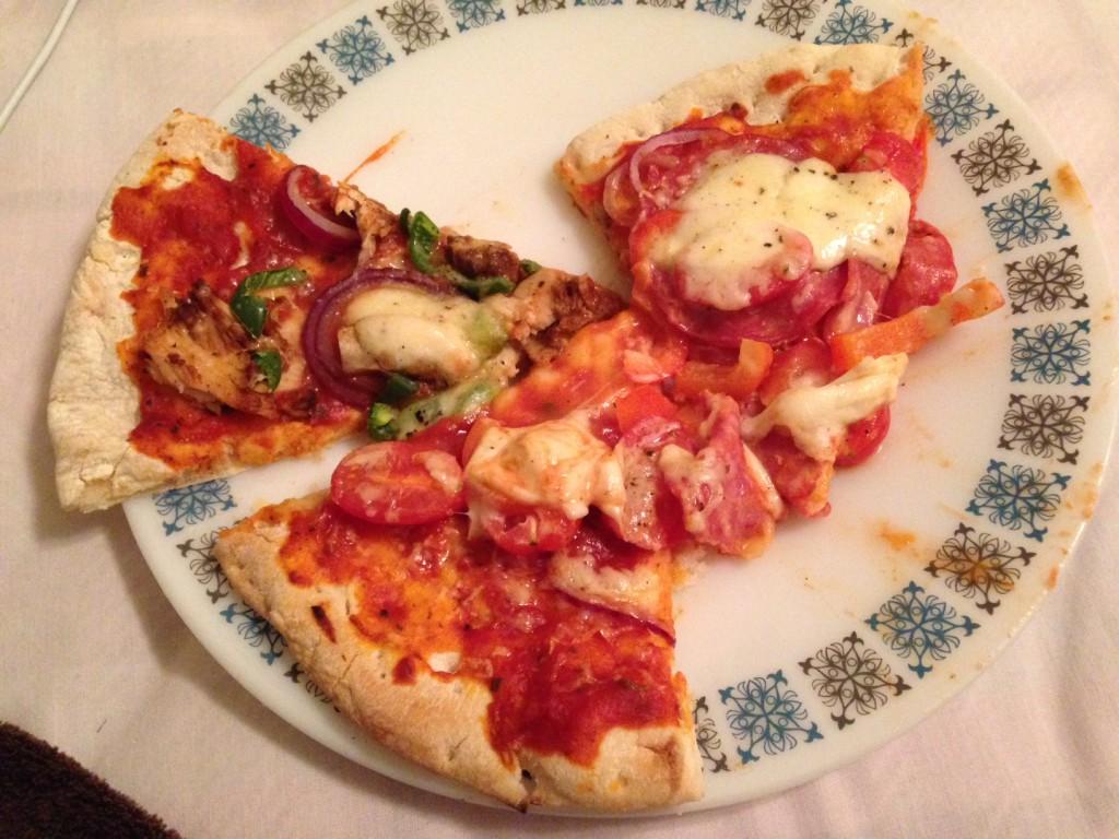 仮滞在先のホストの方がくれたピザ
