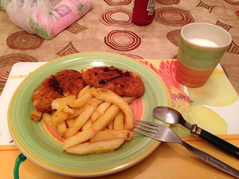 チキンカツレツ風のフライとポテト