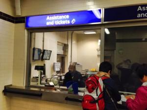 ロンドンの地下鉄には必ずあるAssistance