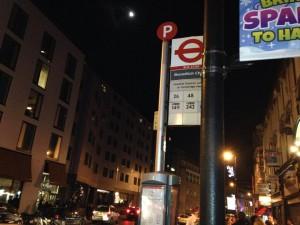 ロンドンのナイトバスのバス停