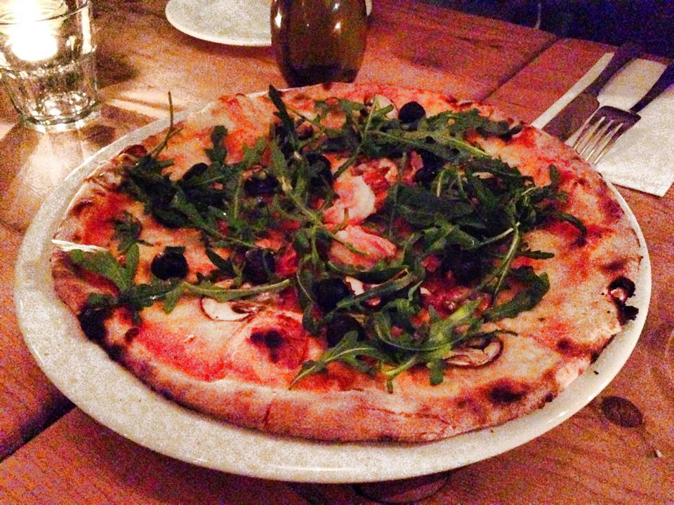 イタリアンレストランで食べたピザ
