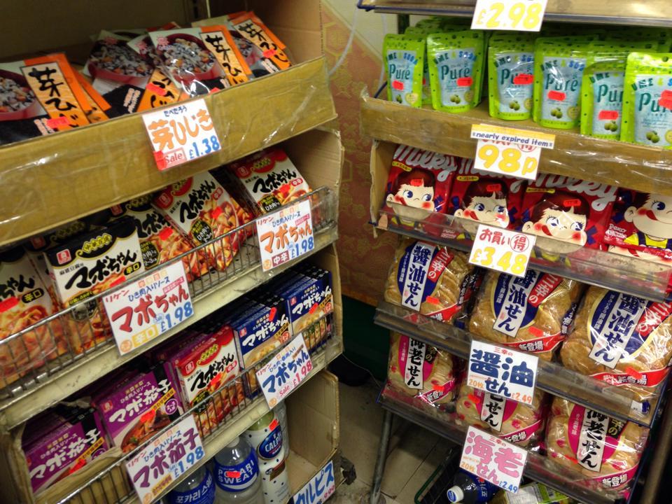ピカデリーサーカスにある日本食材屋「ライスワイン(Ricewine)」の店内