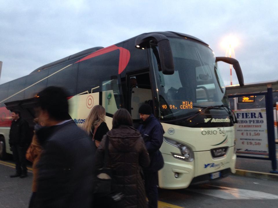 ミラノ中央駅に向かうバス