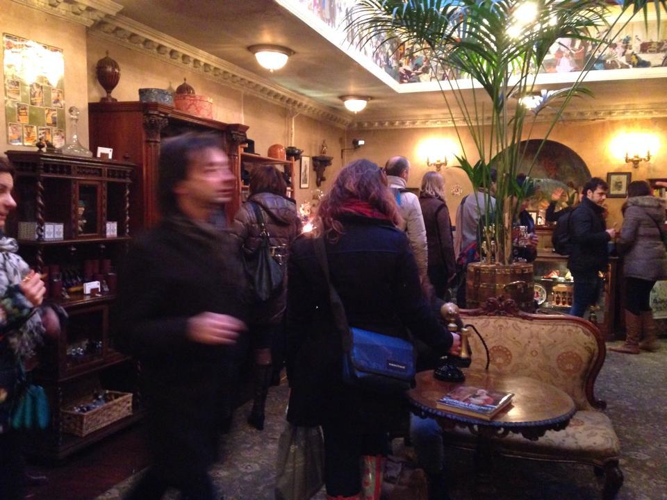 シャーロックホームズ博物館のおもやげコーナー