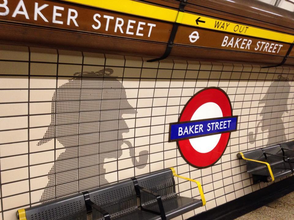ベイカーストリートの駅にいきなりシャーロックホームズ