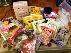 日本からいただいた食品や雑誌など