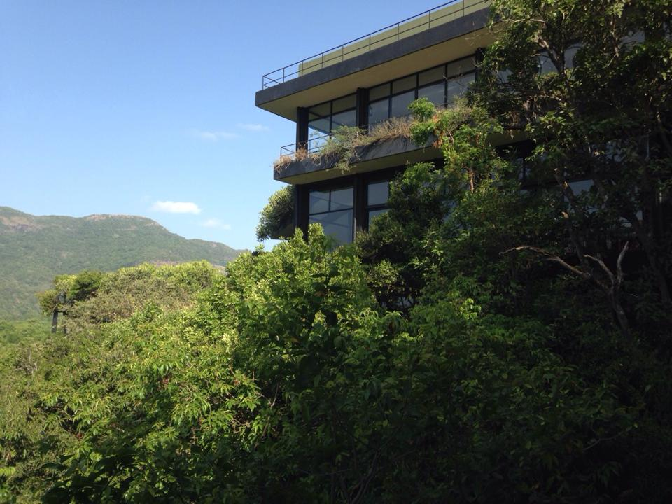 トロピカル建築の神「ジェフリーバワ」の傑作のホテル「ヘリタンス・カンダラマ」