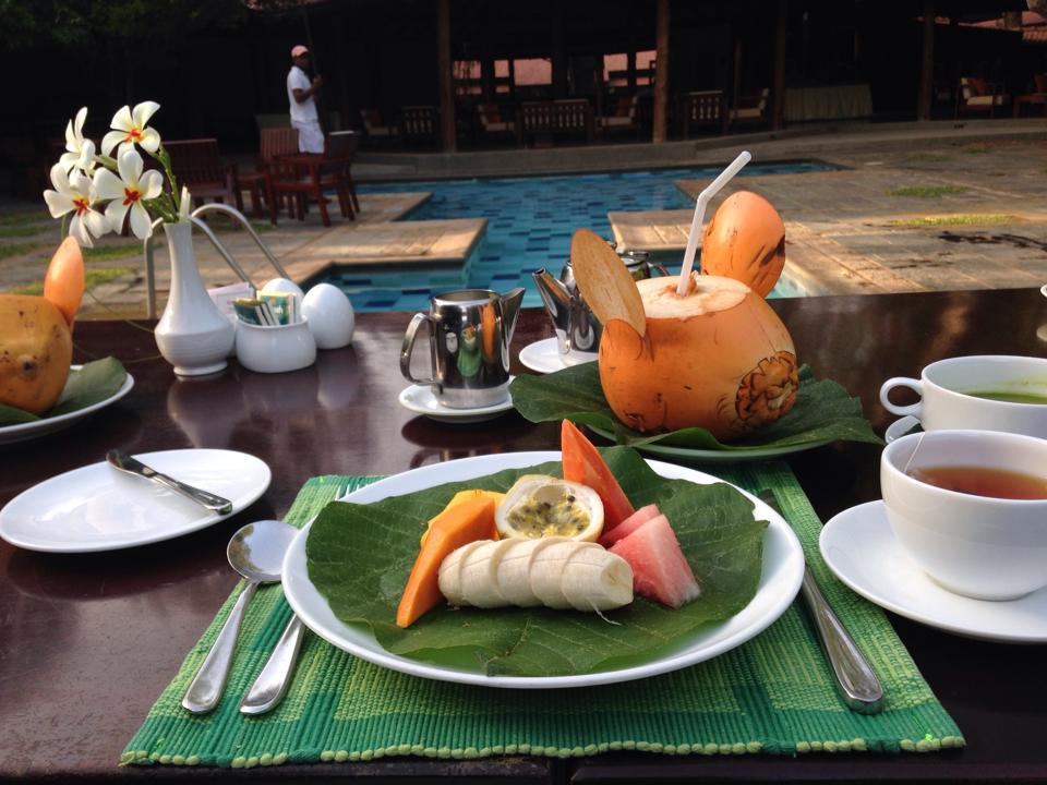 シギリヤロックのそばのホテルにて朝食