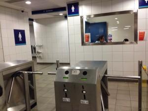 ロンドンのパディントン駅の有料トイレ