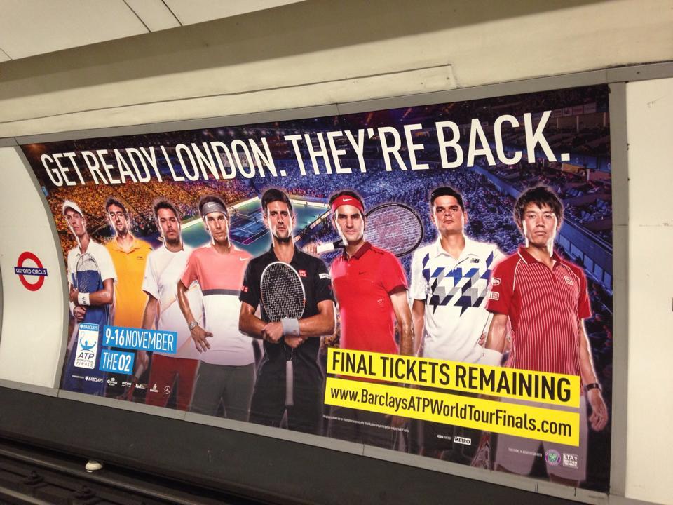 ロンドンの駅ホームで見つけた広告