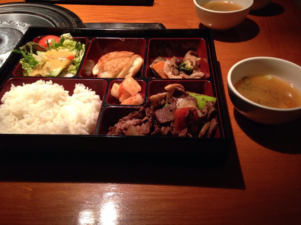 韓国料理屋で食べたプルコギランチ