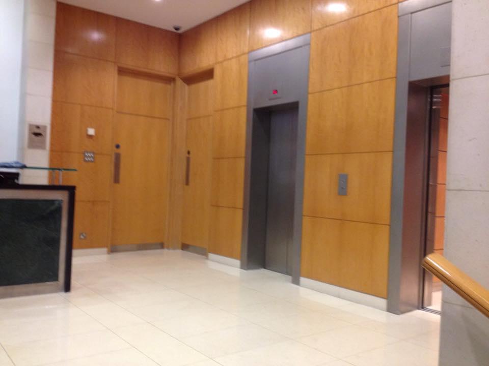 病院のあるビルの1階
