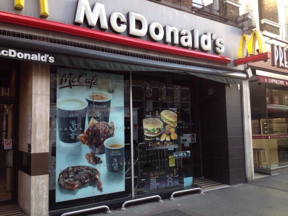 マクドナルドも閉まっている
