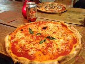 PIZZA UNIONの釜焼きマルゲリータ