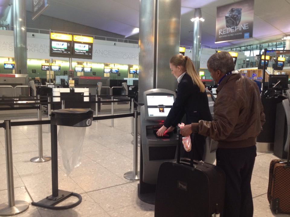 ヒースロー空港のチェックイン用の機械